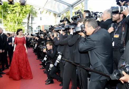 Lý Nhã Kỳ nổi bật với sắc đỏ cổ điển tại Cannes 2016 15