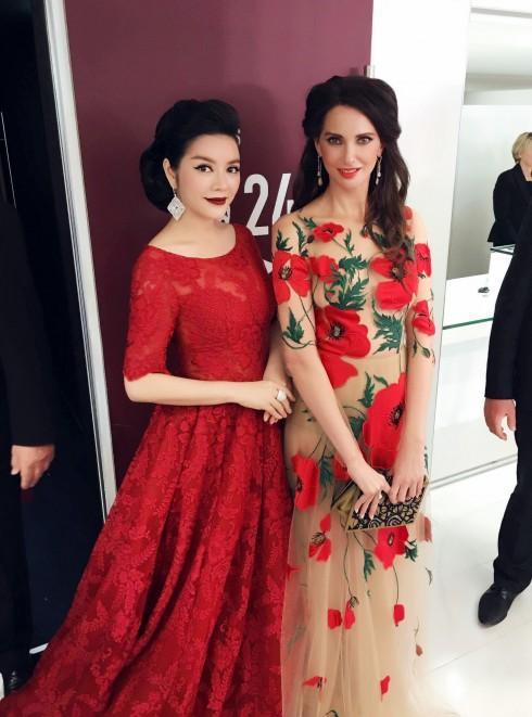 Lý Nhã Kỳ nổi bật với sắc đỏ cổ điển tại Cannes 2016 19