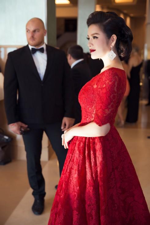 <br/>Lý Nhã Kỳ nổi bật với sắc đỏ cổ điển tại Cannes 2016 21