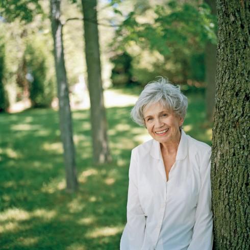 9 mẩu chuyện của nhà văn đoạt giải Nobel Alice Munro 1