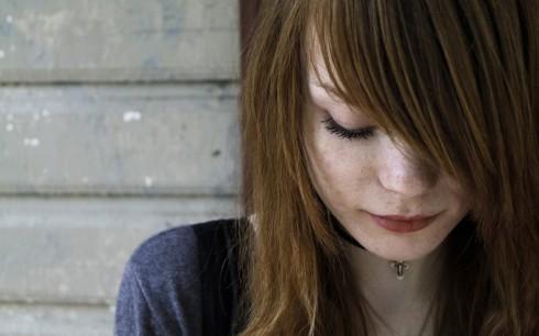 ELLE lắng nghe bạn: Làm gì với người yêu bạo lực khi say
