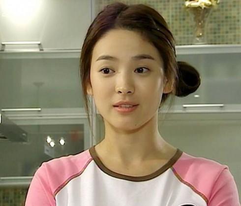 Kiểu tóc ấn tượng của Song Hye Kyo qua từng thời kì - ELLE Việt Nam (7)