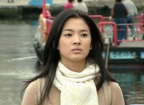 Kiểu tóc ấn tượng của Song Hye Kyo qua từng thời kì - ELLE Việt Nam (3)