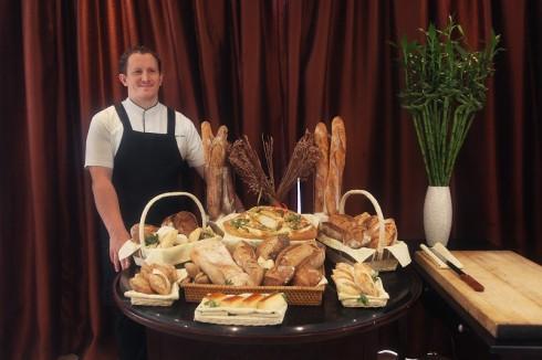 Các loại bánh mới của Christophe Grilo sẽ được chính thức phục vụ tại các nhà hàng trong khách sạn Metropole và được bày bán tại L'Epicerie du Metropole kể từ ngày 20 tháng 5.