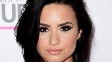 Bí quyết trị nám da của Demi Lovato