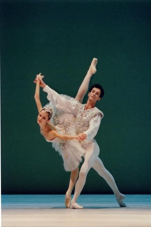 những vũ công tài ba mang phong cách ballet Pháp dù là cổ điển hay đương đại, sẽ làm sống lại những câu chuyện tình huyền thoại qua những vũ điệu say đắm