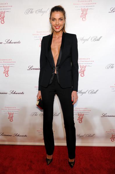 Những khoảnh khắc sao diện vest nữ đẹp Alina Baikova