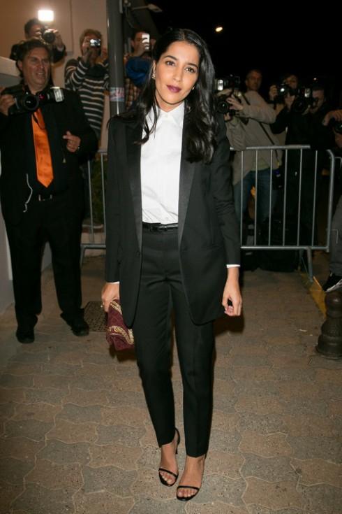 Leila Bekhti<br/>Suit: Saint Laurent  Giày: Jimmy Choo