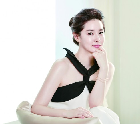 Mỹ phẩm bào chế từ các phương thuốc Đông y được rất nhiều phụ nữ xứ Hàn ưa chuộng và tin dùng trong việc duy trì nét thanh xuân cho làn da