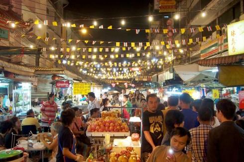 Bạn có thể bắt gặp không khí như thế này tại những hội chợ của người Thái.