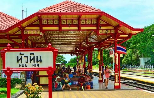 Sau khi nghỉ ngơi đêm đầu tiên tại Hua Hin, bạn có thể đến thăm nhà ga trung tâm vào sáng ngày hôm sau.
