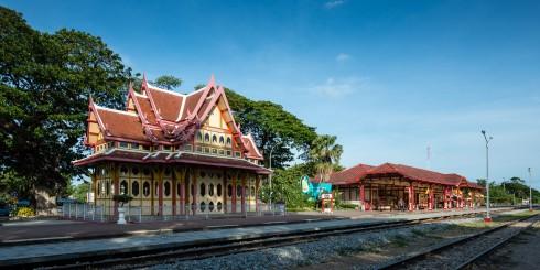 Nhà ga Hua Hin giúp kết nối người dân giữa hai địa điểm của Thái Lan là Hua Hin và Bangkok.