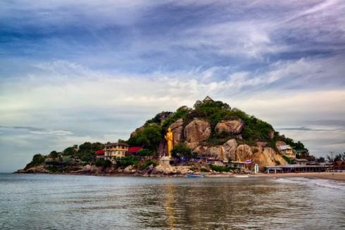 Nếu bạn đang theo đạo Phật hoặc đang tu tại tâm và thích khám phá những địa danh liên quan tới Phật giáo, Hua Hin Monkey Mountain Wat Khao Lad Temple chính là địa điểm dành cho bạn.