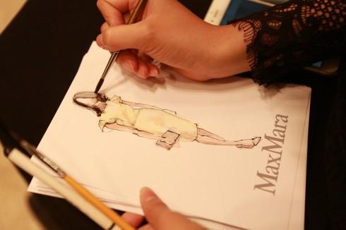 Đến với buổi tiệc, khách tham gia còn được Max Mara vẽ tặng các phác thảo chân dung toàn thân với các mẫu trang phục của thương hiệu, đồng thời tư vấn và cập nhật các xu hướng thời trang mới nhất.
