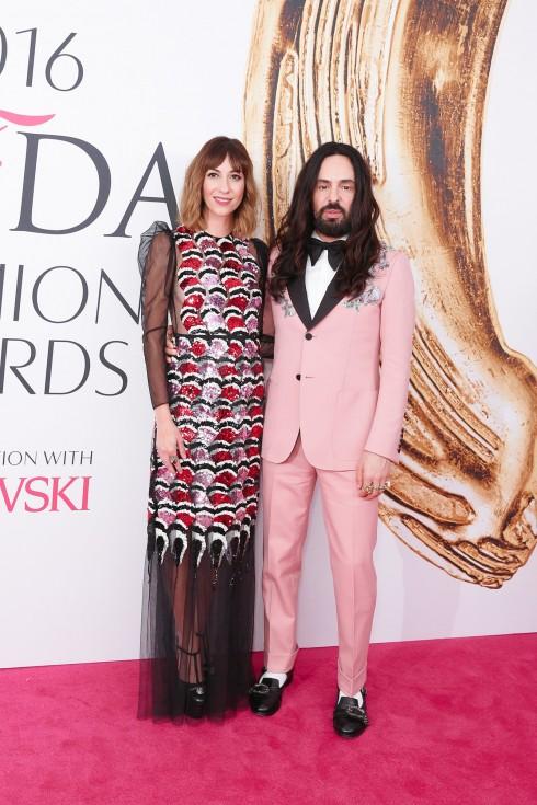 Gia Coppola và NTK Alesssandro Michele trong trang phục của Gucci