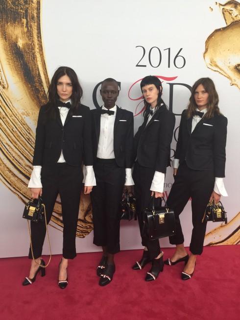 Người mẫu Janice Alida, Grace Bol, Sarah Abney và Drake Burnette - tất cả trong trang phục của NTK Thom Browne