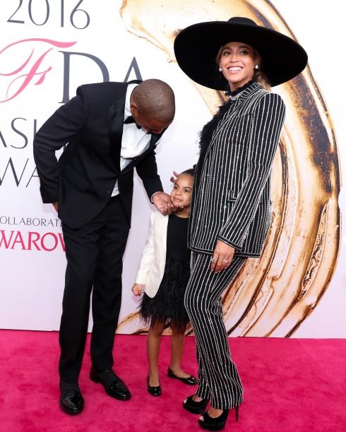 Jay Z trong thiết kế của Givenchy, con gái Blue Ivy và Beyoncé trong thiết kế Haute Couture của Givenchy