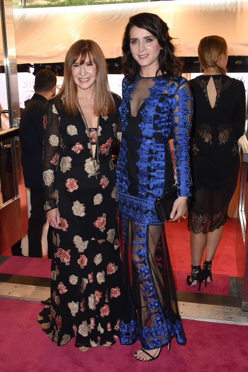 NTK Nicole Miller và diễn viên Michele Hicks - cả 2 đều diện trang phục của Nicole Miller