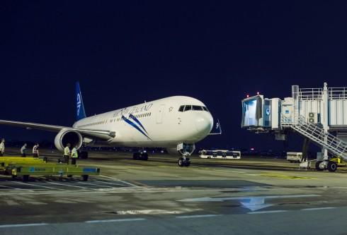 Chuyến bay thẳng đầu tiên của Air New Zealand từ Auckland đến thành phố Hồ Chí Minh cập cảng tại sân bay Tân Sơn Nhất