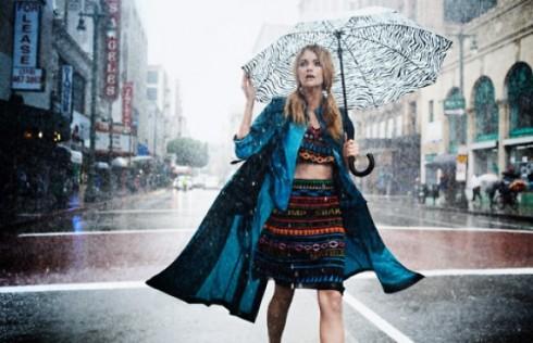 8 cách phối đồ sành điệu cho ngày mưa - ellevietnam 01