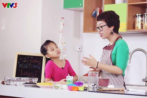 4.Không chỉ học nấu ăn, các bé còn được học các  mẹo làm bếp đơn giản và hiệu quả.