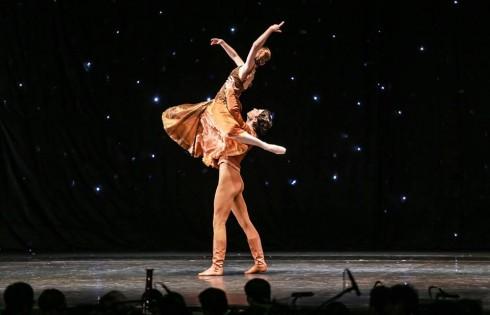 Các bước nhảy đôi mang kỹ thuật hoàn hảo của những bước nhảy đẹp nhất trên đời.