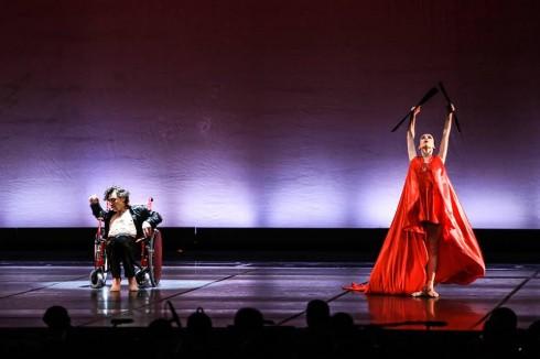 """""""Vẫn là Carmen"""" được dàn dựng mang hơi thở của ballet đương đại."""