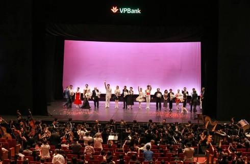 9 trích đoạn ballet với tinh thần lãng mạn Pháp xuyên suốt buổi diễn đã mang đến một bữa tiệc ballet đỉnh cao ngay giữa Hà Nội.