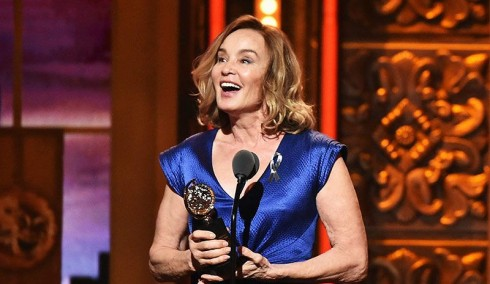 Nữ diễn viên Jessica Lange với tượng vàng Tony danh giá