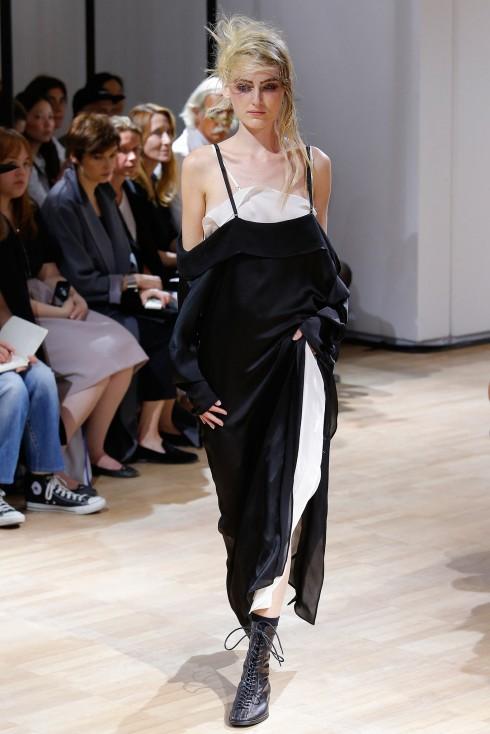 Yohji Yamamoto – sức sáng tạo bền bỉ của thời trang avant-garde đương đại Xuân Hè 2015