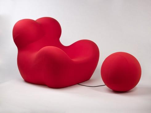 Thiết kế tối giản của mẫu ghế Up (B&B Italia) gợi tới những đường cong hấp dẫn của người đàn bà đẹp.