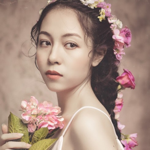 Vẻ đẹp đầy cuốn hút của Hà Phương Thu
