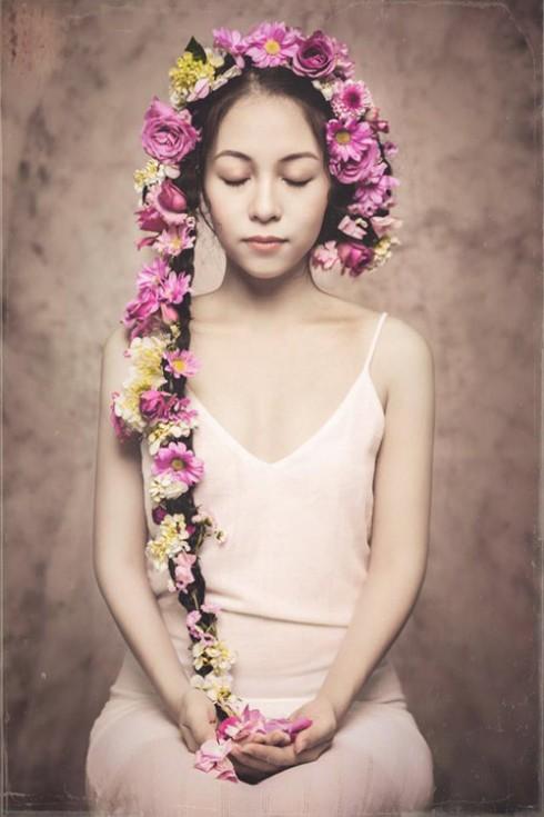 Nữ diễn viên Hà Phương Thu xinh đẹp với mái tóc dài ấn tượng