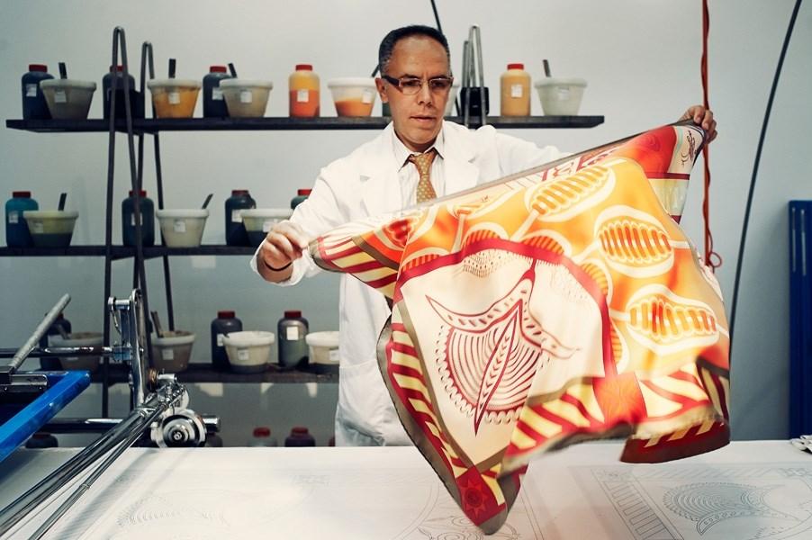 12 kiến thức fashionista nào cũng muốn biết về khăn lụa Hermès