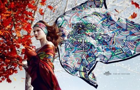 Sức hấp dẫn và thanh lịch của chiếc khăn lụa Hermès