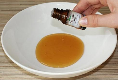 Cách trị mụn trứng cá bằng tinh dầu tràm trà 3
