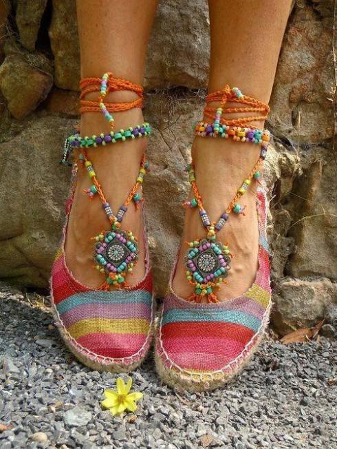 Phong cách thời trang boho chic qua giày búp bê