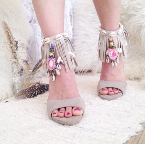Phong cách thời trang boho chic qua giày cao gót