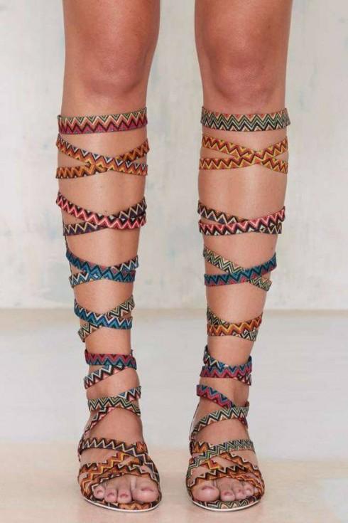 Phong cách thời trang boho chic qua gladiator sandals