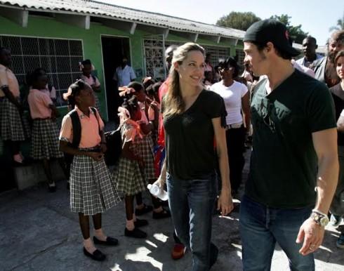Angelina Jolie và Brad Pitt thường xuyên xuất hiện cùng nhau trong các hoạt động thiện nguyện.