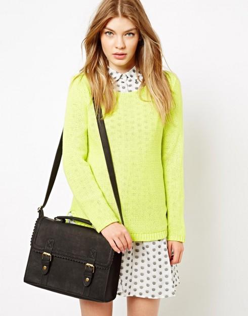 Phong cách thời trang Geek Chic với túi satchel