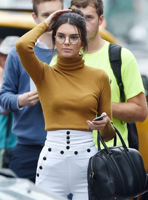 Phong cách thời trang Geek Chic với áo len