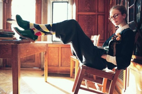 Phong cách thời trang Geek Chic với tất cao