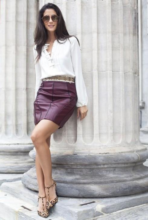 Áo sơ mi trắng kết hợp với mini skirt
