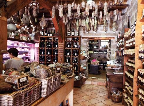 Mật ong tự nhiên, salami lợn đen và các món đặc sản Corsica.