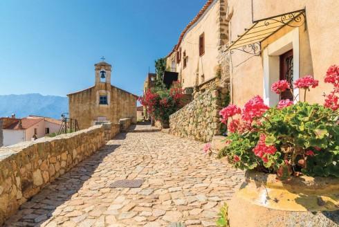 Phố phường bừng trong nắng Corsica