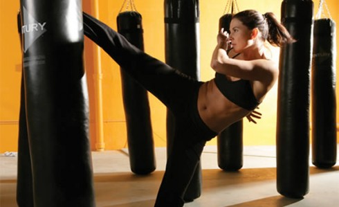 Giảm mỡ bụng hiệu quả với bộ môn kick-boxing 2