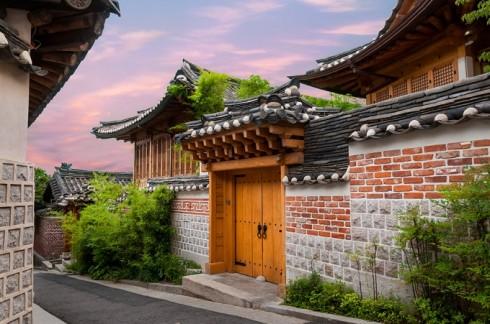 Làng Bukchon Hanok được xem là ngôi làng cổ đẹp nhất Seoul