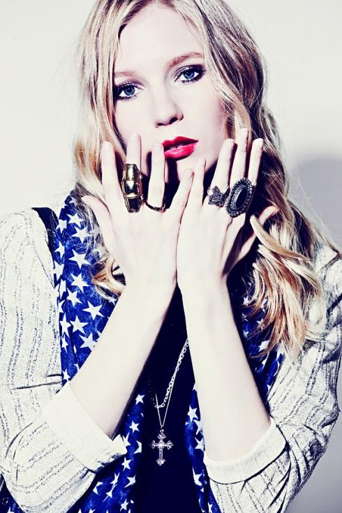 Tài khoản instagram fashionista Carolina Engman: @carolinaengman