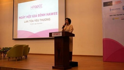 Bà Cao Thị Ngọc Dung - Chủ tịch Hiệp hội Nữ doanh nhân TP. Hồ Chí Minh phát biểu khai mạc ngày hội.